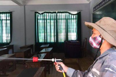 Trường THPT Krông Ana tiến hành vệ sinh, khử trùng CSVC phòng tránh dịch corona